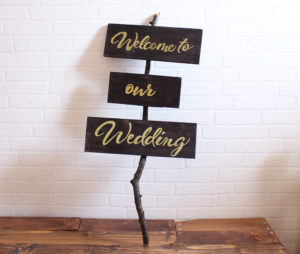 木製サイン看板入りました〜。ウェルカムスペースや披露宴のディスプレイにどうぞ(^ー^)